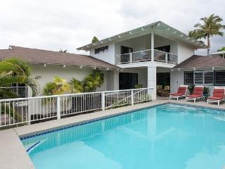 Akai Hale- 2 Blocks from the Beach, Sleeps 10