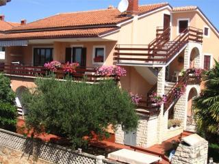Apartment 000167 Apartment for 4 persons with extra bed and 2 bedrooms (ID 363), Novigrad