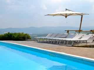 Villa privata con piscina. Langhe, Verduno, Alba