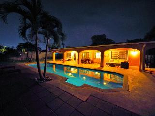 Anchor Beach House - 4 Bedrooms - Walk to the Beach - Heated Lap Pool