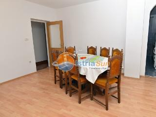 Apartment 000536 Apartment for 6 persons with 2 extra beds and 3 bedrooms (ID 1281), Pula