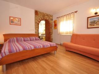 Villa 000073 Apartment for 7 persons with 3 extra beds and 4 rooms (ID 116), Pula