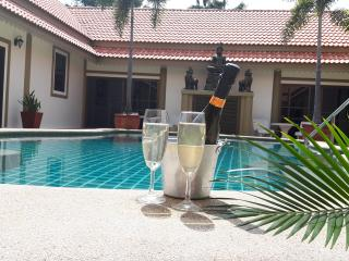 bang sare luxury 7 bedroom pool villa sleeps 20, Sattahip