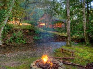Buddy`s Bungalow-Magical Creekside Cabin, Ellijay
