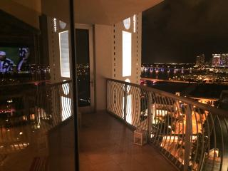 By Gvaldi - Downtown Miami 23rd floor awesome 2/2