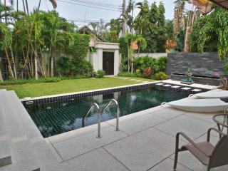 Beautiful Villa new large 3 bedroom private pool, Nai Harn