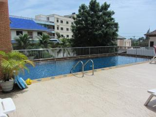 Budget 2 Bedroom  Apartment-500 Metres to Beach P