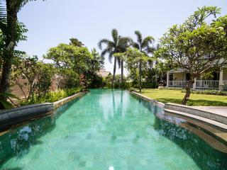 Villa Surgawi Luxury Bali Villa Rental, Tanah Lot
