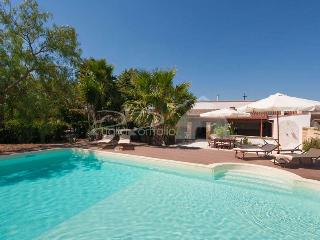 Puglia Holiday House with Pool nearby Gallipoli, Matino
