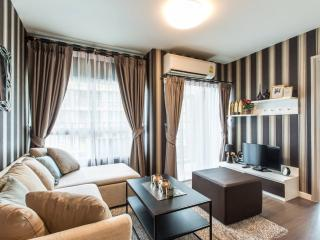 2-Bed Hi-Class Apartment with a Car, Patong