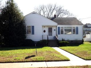 PET FRIENDLY CLASSIC COASTAL COTTAGE 122943, Cape May