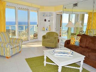 New beachfront rental ~ affordable and perfect for families on a resort!, Miramar Beach