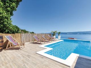 Arctic villa with pool and sea wiew. Cassa del Sol, Stanici