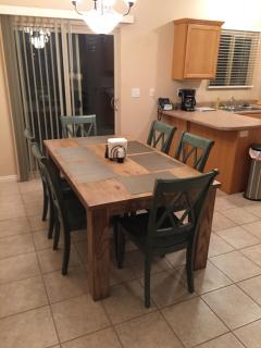 Dining Room Seats 6 in Comfort