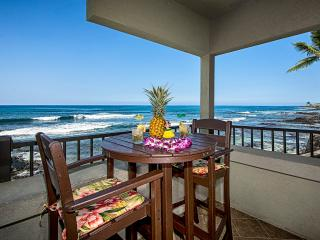 Big Island Oceanfront ~ Floor to Ceiling Glass! Breathtaking Views! Free WiFi, Kailua-Kona