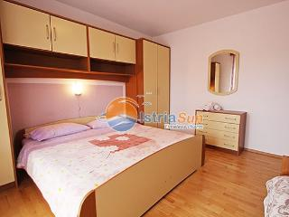 Apartment 000823 Apartment for 4 persons with extra bed and 2 bedrooms (ID 1920), Novigrad