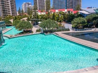 Q1 Resort - 3 Bedroom Luxury Apartment