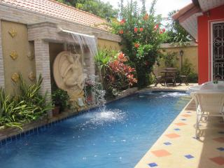Beautiful pool villa 10 min from Pattaya center