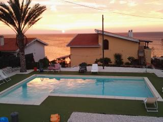 sleeps 5 on the Beach with Pool apartment Green, Bosa