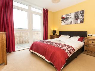 Two Double Bedroom, Balcony, Gym, Secure Parking, Edimburgo