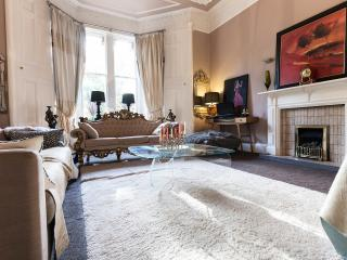 A very Grand double room in city centre mansion