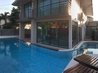 VichyVilla 11: NEW LUXURY 6 BED POOL VILLA PATTAYA, Jomtien Beach