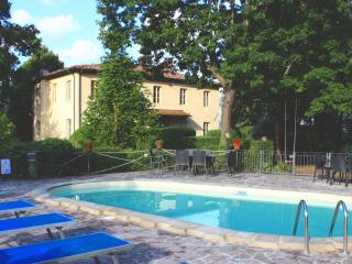 2 BR Apt in Villa. Views. 10 min walk to town, Barga