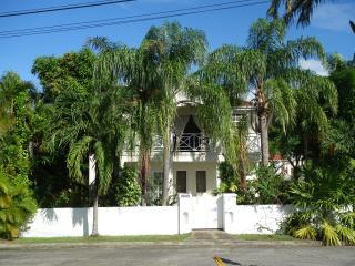 Tropical garden villa, close to fabulous beach