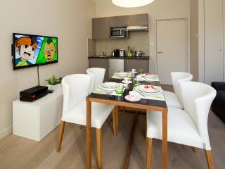 Séjour/salle à manger avec WiFi et cuisine équipée Living/dinning with TV/WiFi and equipped kitchen