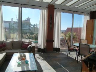 Bright penthouse, large terrace, free WIFI, pool, Velez-Malaga