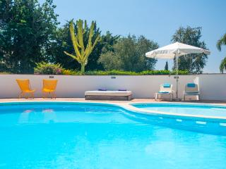 Stunning 6 bedroom villa with large pool and views