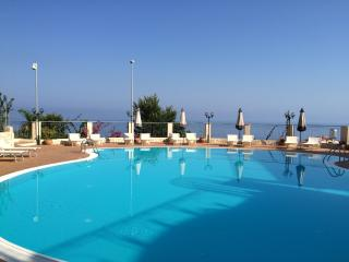 Pizzo, Penthouse 2 bedroom 5 beds, Sea view, pool.