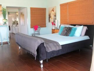Penthouse Suite, $99, Palm Beach, Palm/Eagle Beach