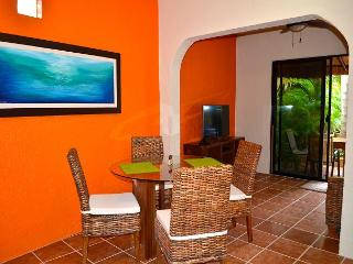 NEW APT, MODERN, KING BED, Last Min Special 25% off Reg April Rates (btax)., Puerto Morelos