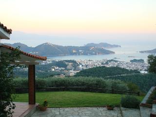 Villa-elf, Skiathos Town