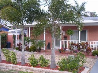 Newly Remodeled with Pool - 1.5 Blocks to Beach
