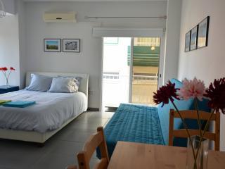 Beach Studio for 2-4 persons, Larnaka City