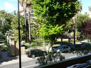 Appartement vue jardin à 150 metres de la plage