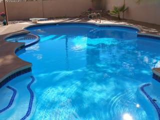 4-STAR Amenities-4 bdrm/3 bath-pool, Las Vegas