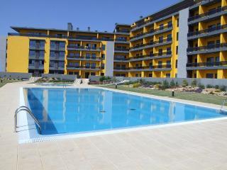 Luxury ground floor apartment, 190m from the beach, Quarteira