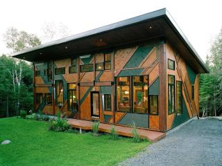 Amazing Sculptural Cottage Val-David, Quebec