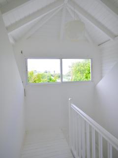 La cage d'escalier vers le 1er étage