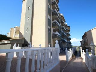 Ground floor 2 bedroom apartment on Seaside