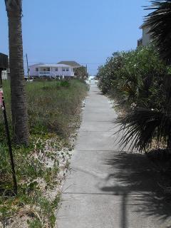 Straight, paved sidewalk to public beach ~ less than a 2 minute walk