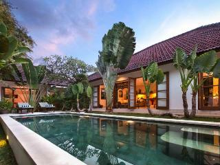 CLOSE TO BEACH, Beautiful 4 BDR North Seminyak