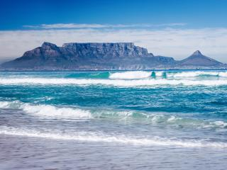 Cape Town- Mountain and Sea., Bloubergstrand