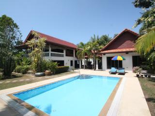4 Bedrooms Pool Villa in Rawai