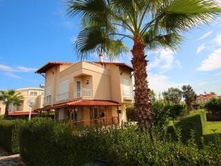Detached 4 Bedroom Villa with Communal Pool, Belek