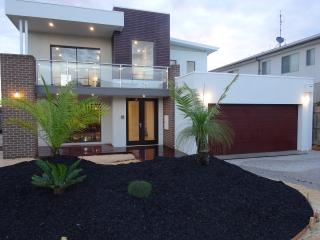 Luxury New Beach House 100m Whites Beach/Sands GC