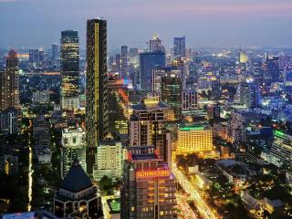 NEW HIGH RISE BUILDING. CENTER LOCATION. MRT!, Bangkok